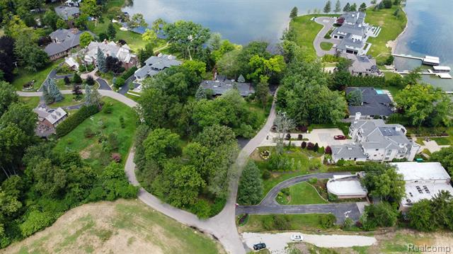 3201 W SHORE Drive, Orchard Lake Village, MI 48324